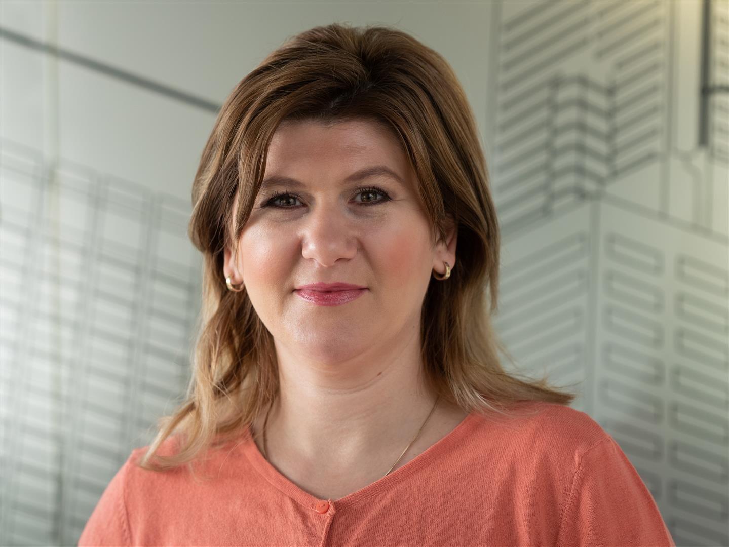 Laura Caisin